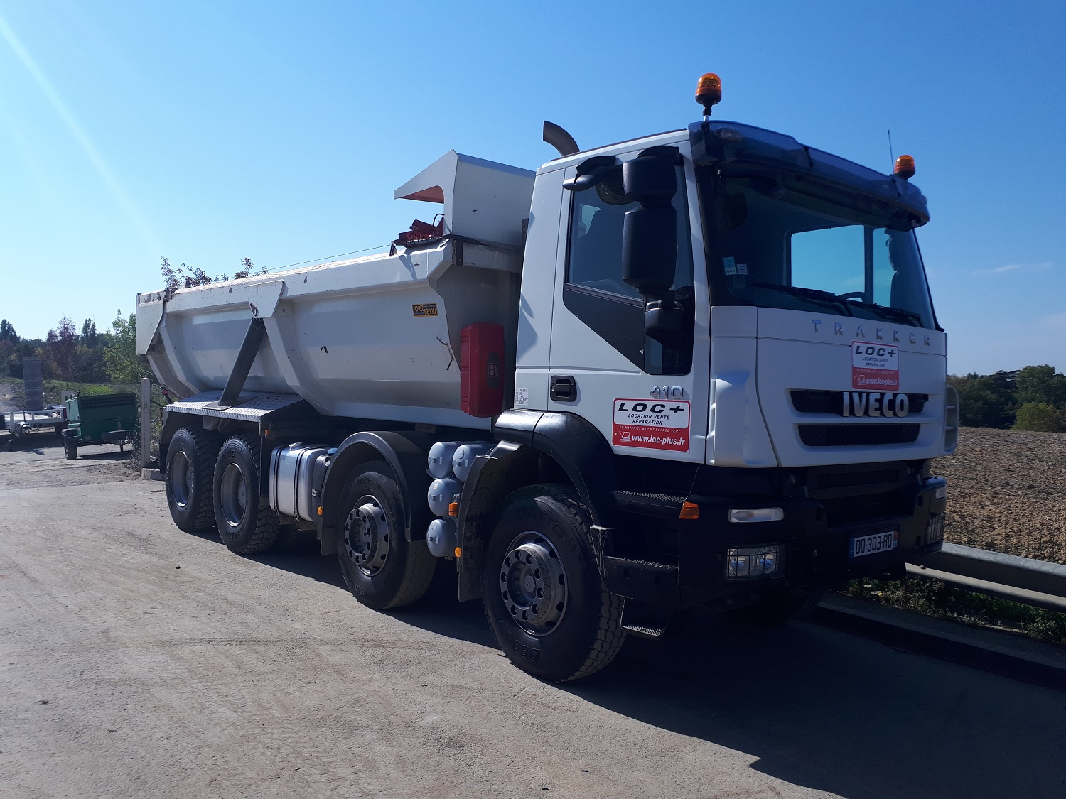Camion benne 8x4 enrochement